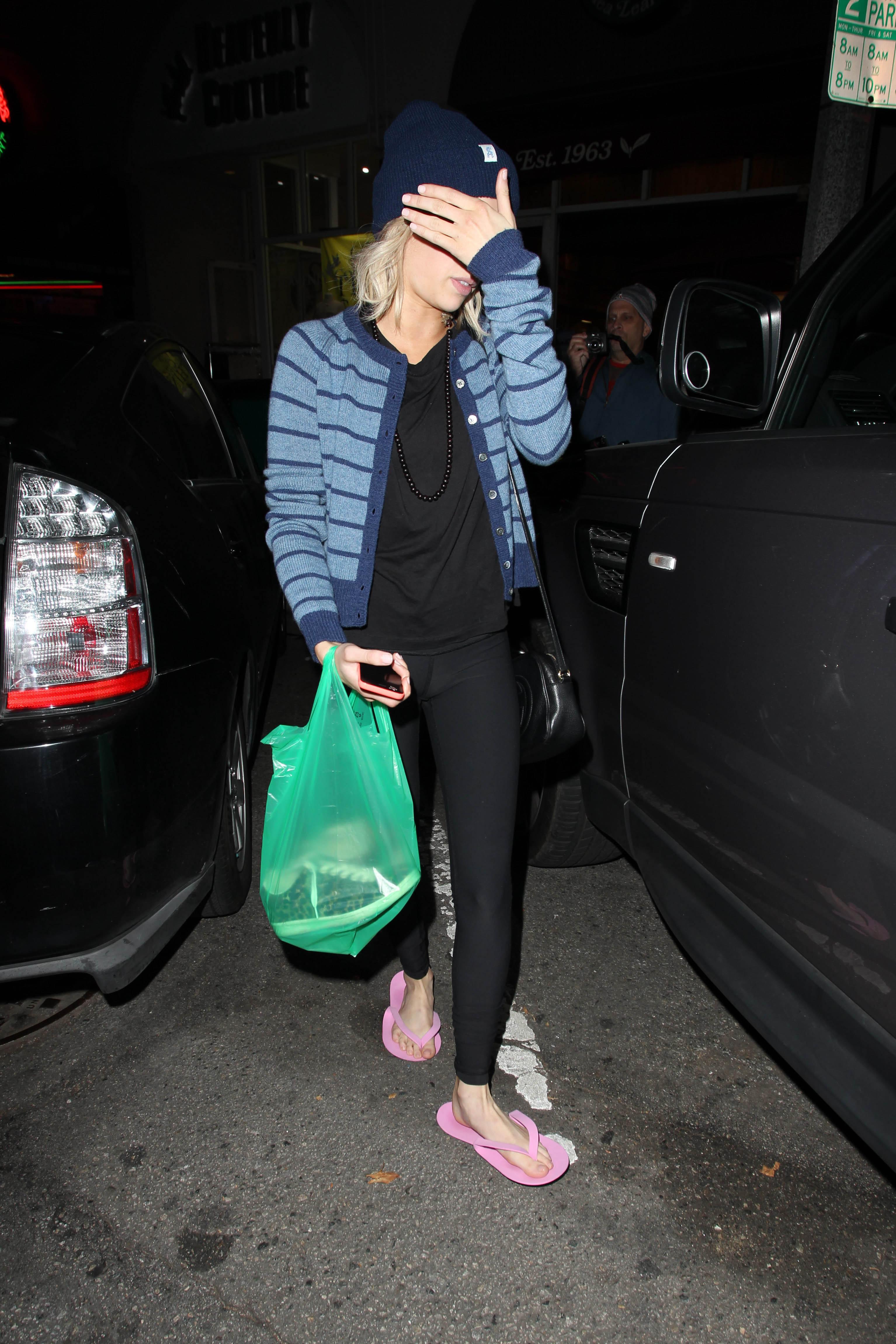 Foot Fetish Forum: Emma Roberts post pedicure x 3!
