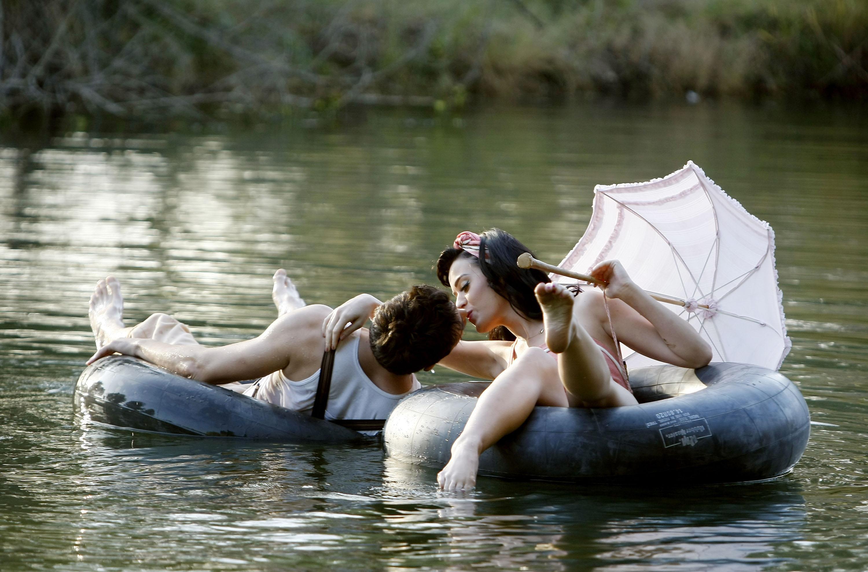Развел девочку на секс на озере 10 фотография