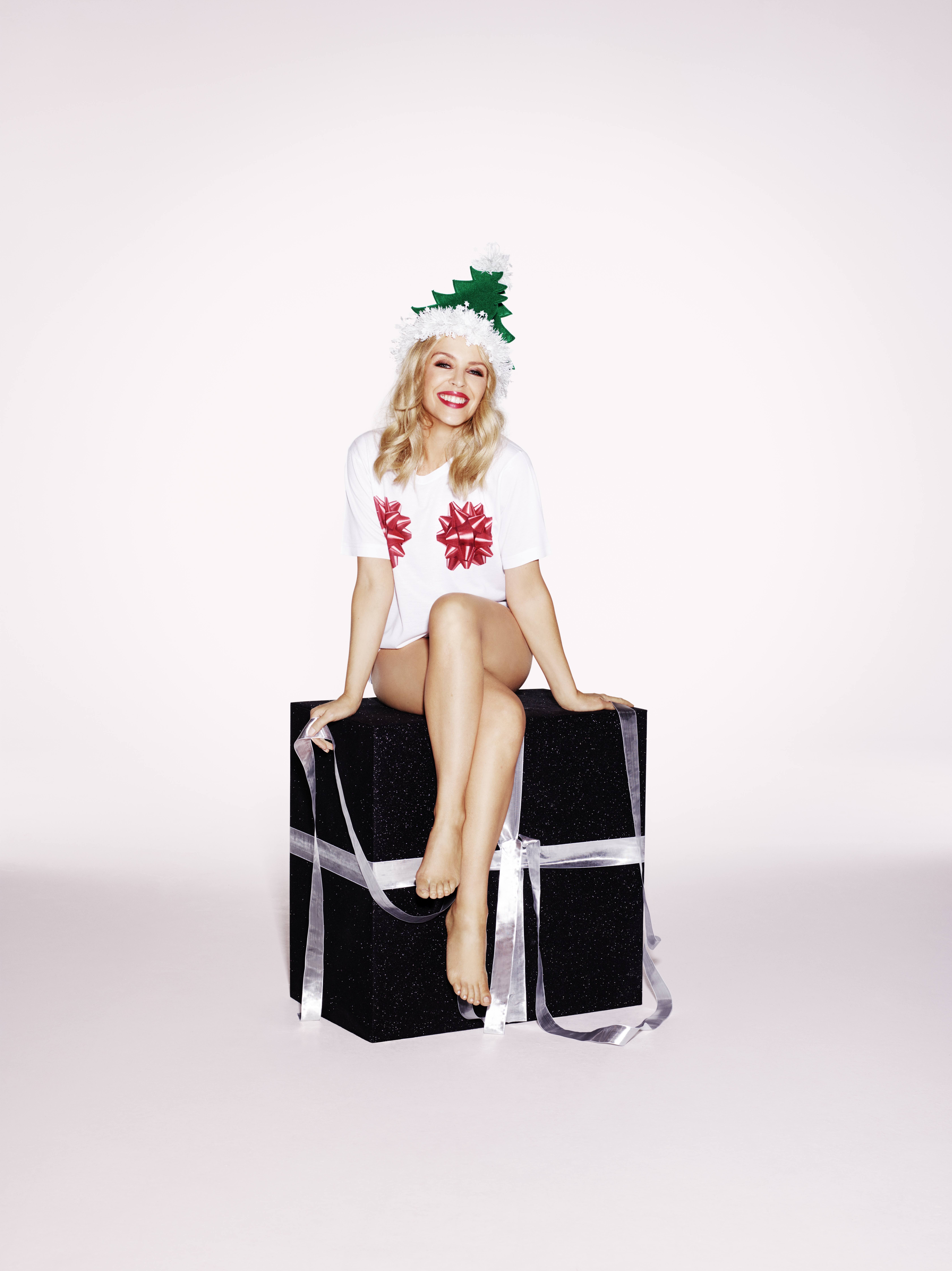 Foot Fetish Forum: Kylie Minogue Wishes Us Merry Christmas